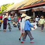 Reges Treiben auf dem Markt von Hoi An