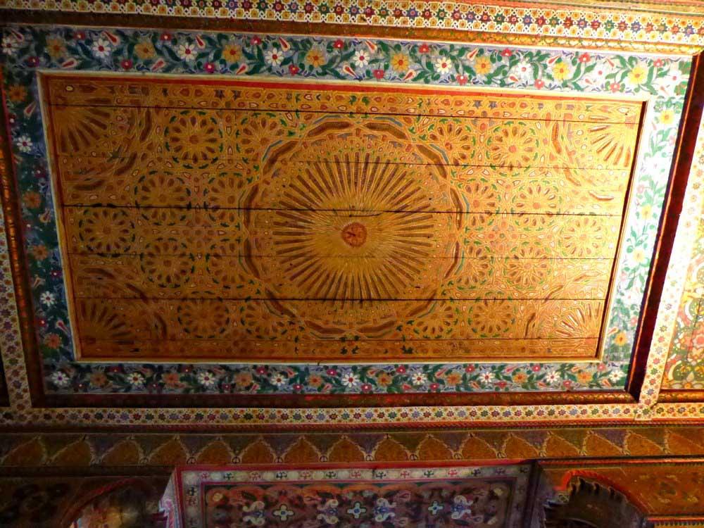 Phantasievolle Decken im Bahia Palast