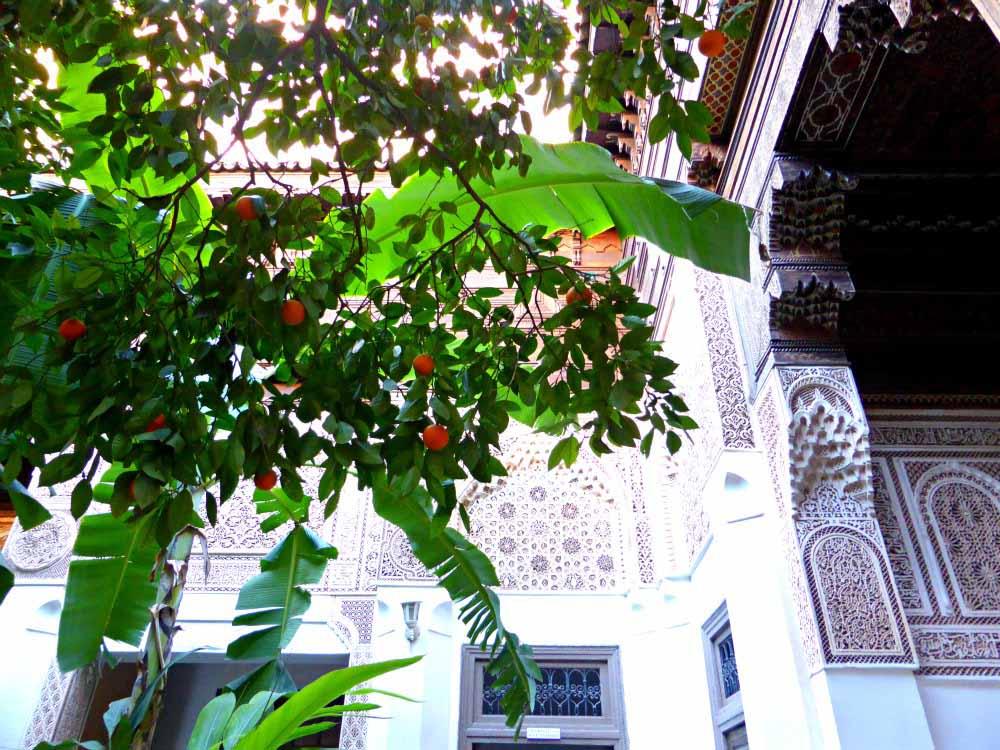 Orangen und Ornamente im Bahia Palast