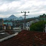 Blick von der Dachterrasse des Casa Particular auf Baracoa