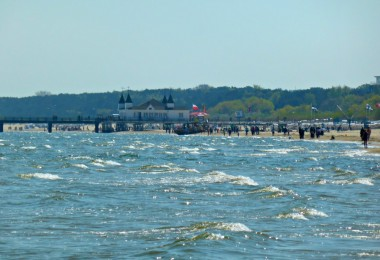 Usedom: Am Strand entlang zur Seebrücke von Ahlbeck