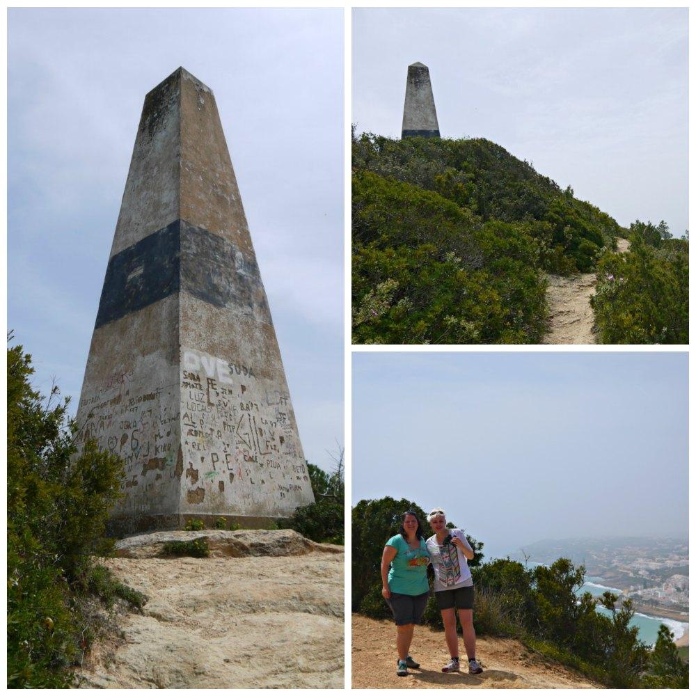 Am Obelisk von Luz an der Algarve