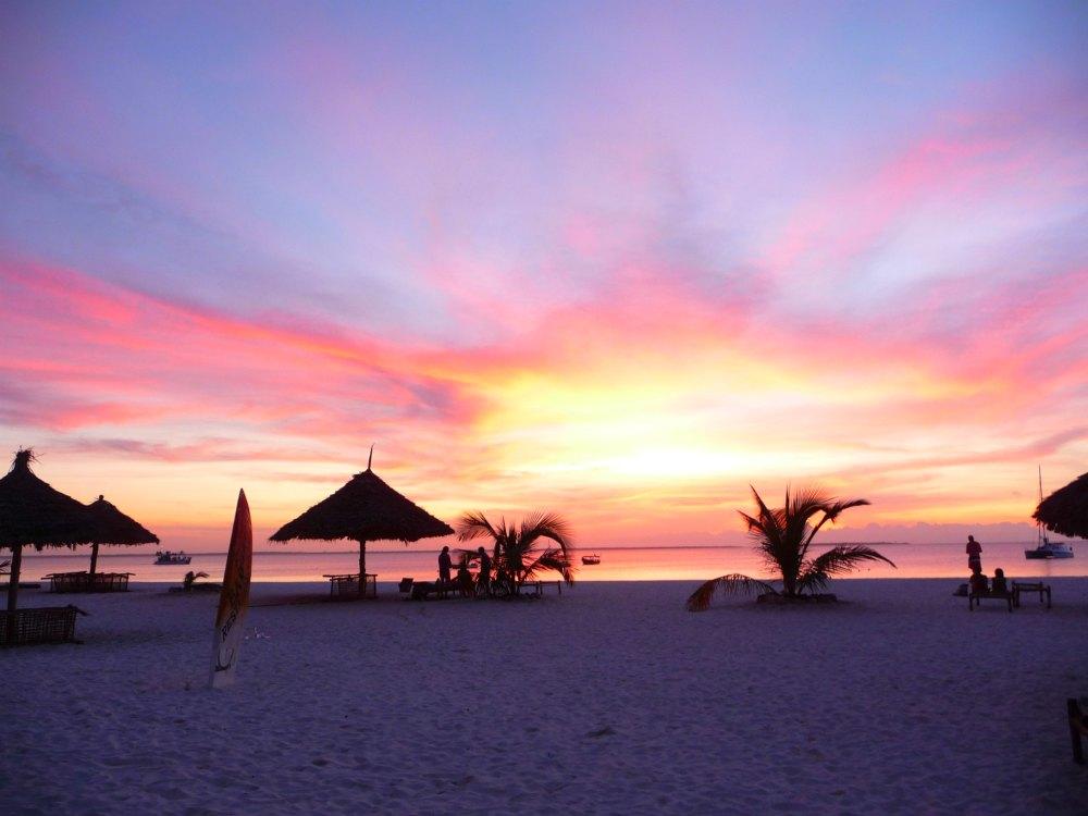 Sonnenuntergang am Strand von Sansibar
