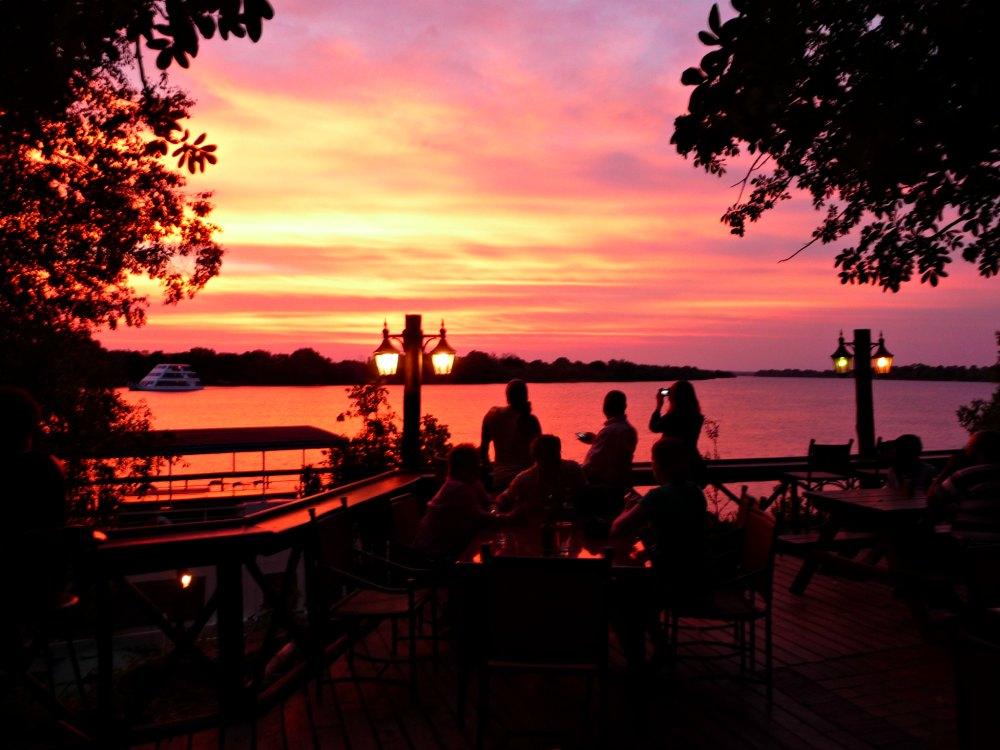 Overland Tour durch Afrika: Sonnenuntergang am Sambesi