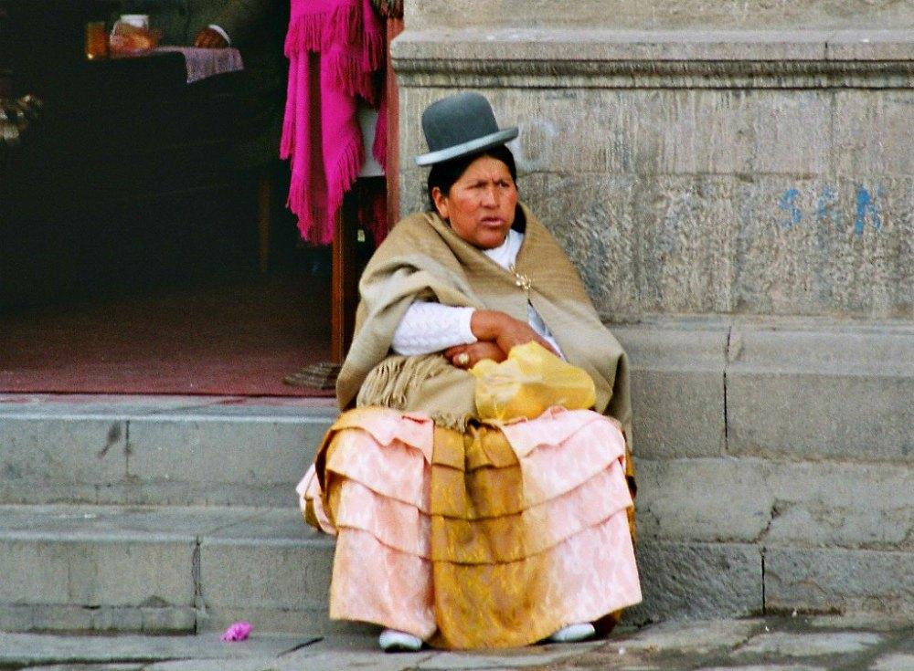 Traditionelle Kopfbedeckung in Bolivien: Ein Bowler Hut bzw. eine Melone.
