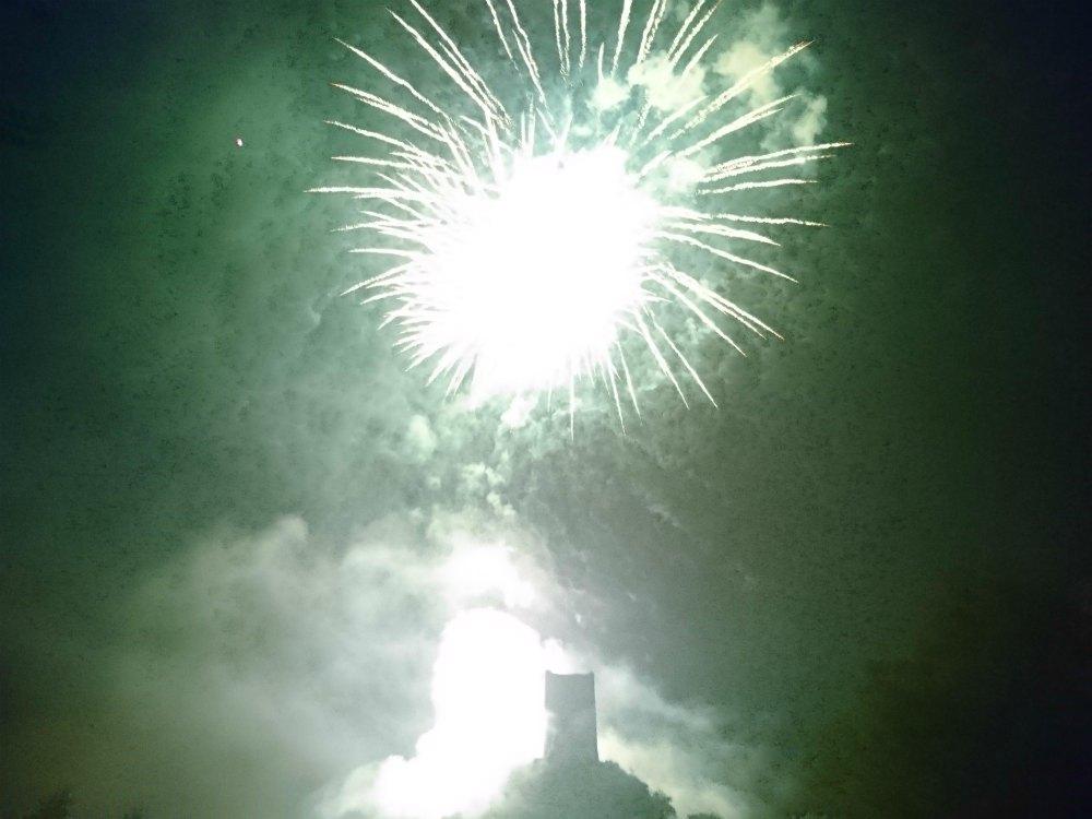 Historisches Burgenfest in Manderscheid: Feuerwerk über der Niederburg