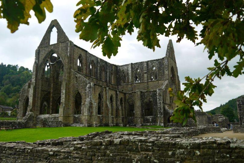 Romantische Klosterruine Tintern Abbey in Wales