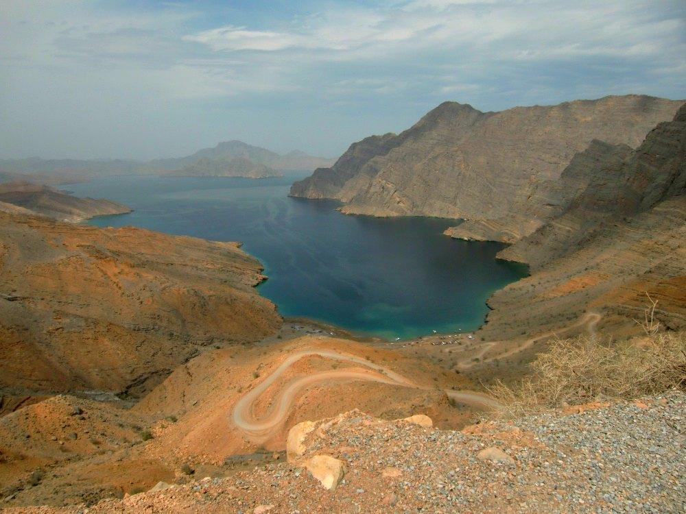 Musandam: Beeindruckender Ausblick auf die Fjorde vom Jebel Harim | Bild: Road Traveller