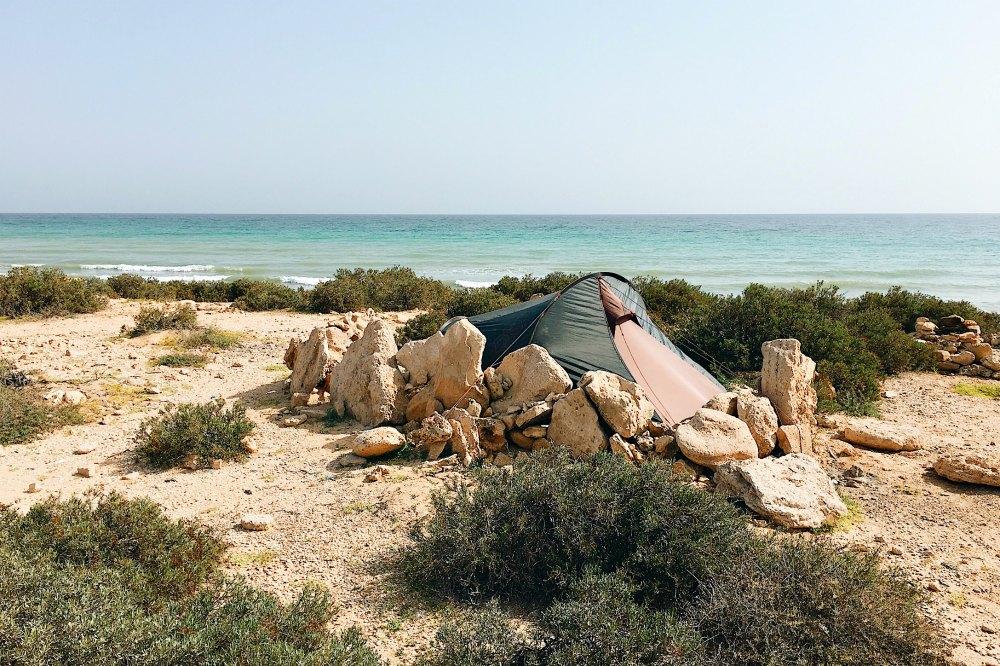 Oman: Wild campen am Strand von Tiwi | Bild: Reiseadrenalin