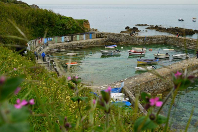 Port Racine: Kleiner Hafen in der Normandie