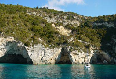 Segelurlaub im Ionischen Meer: Blaue Grotten von Paxos
