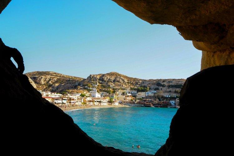 Berühmteste Sehenswürdigkeit von Matala sind die zum Teil noch bewohnten Höhlen| Bild: Gooseberry Pictures
