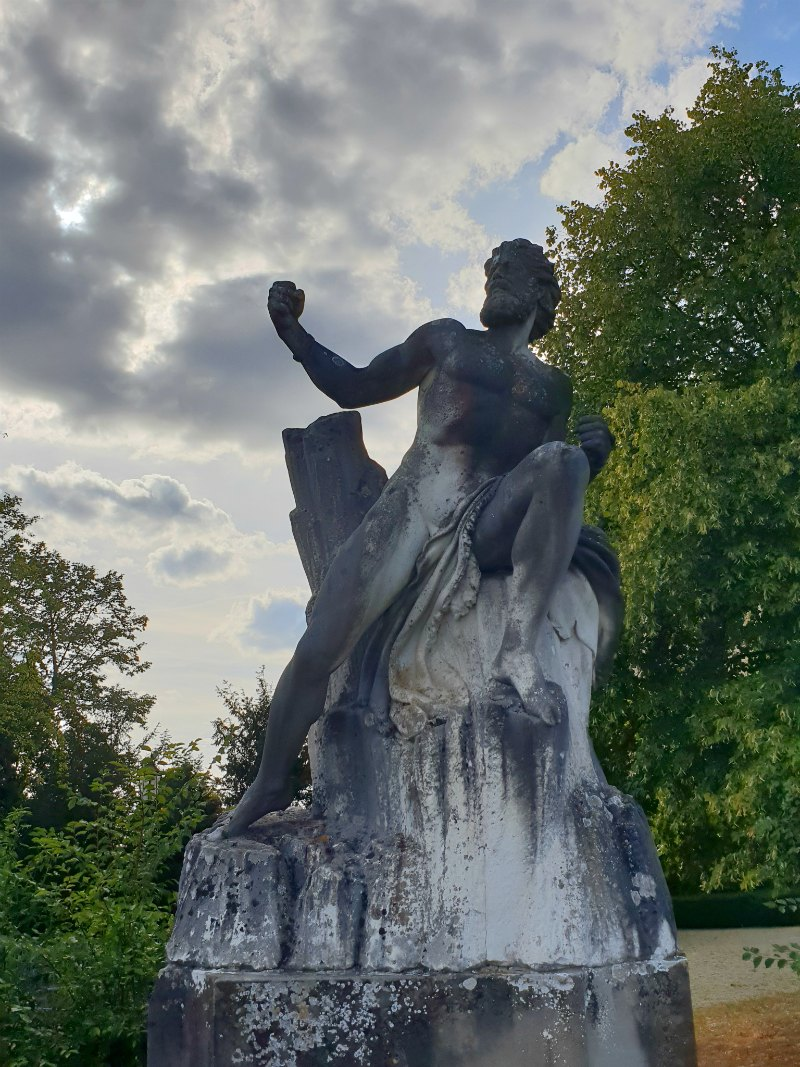 Schloss Dhaun: Prometheus Statue