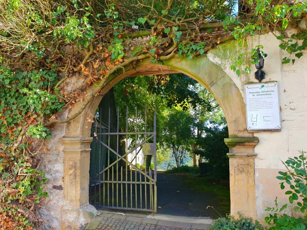 Eingang zur Stiftskirche St. Johannisberg