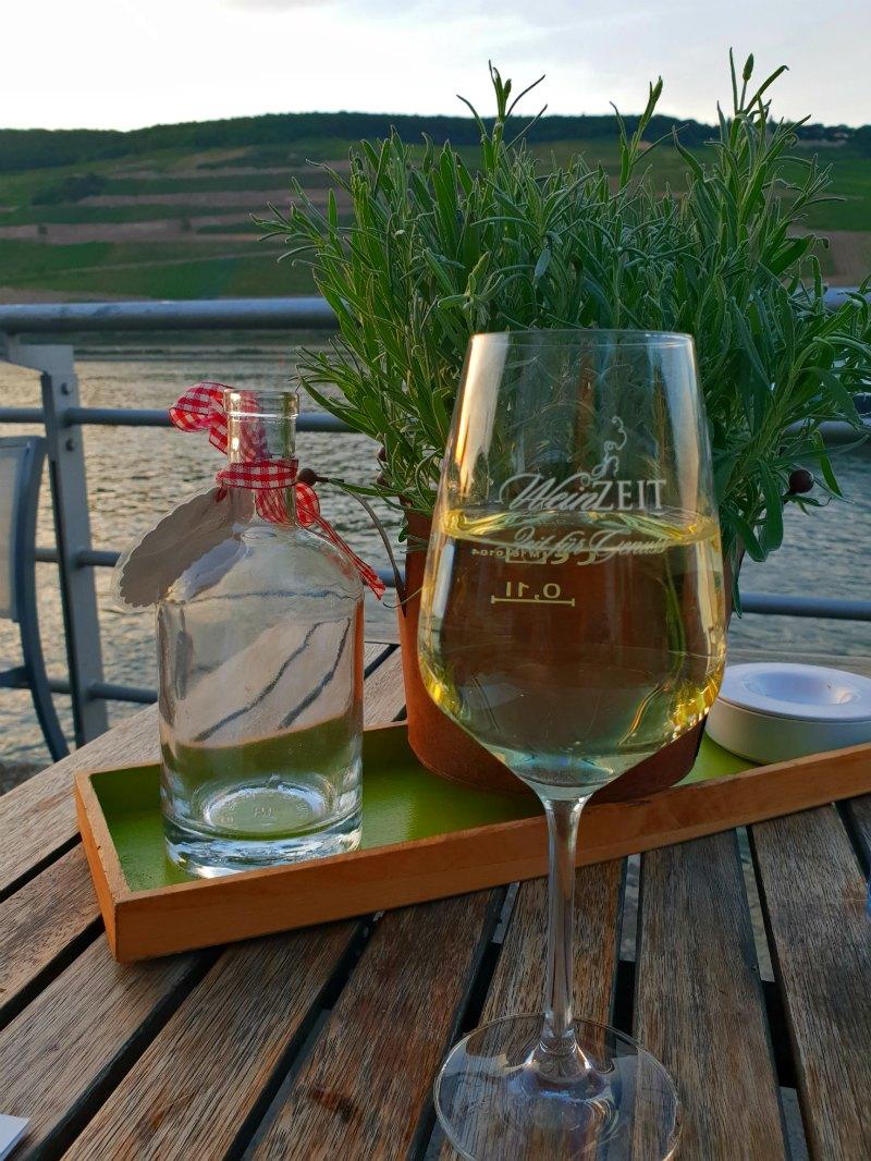 Weingenuss am Fluss in der WeinZeit Vinothek in Bingen am Rhein