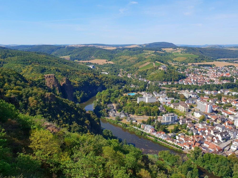 Blick auf das Nahetal und den Rheingrafenstein