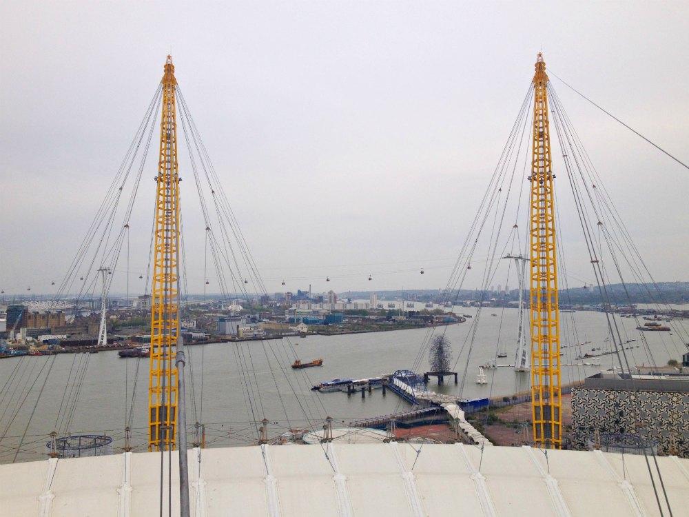 O2 Arena in Greenwich / London mit Blick auf die Themse