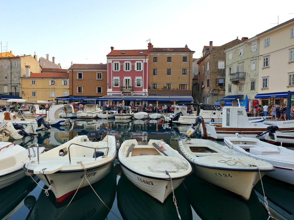 Kvarner Bucht in Kroatien: Bunte Häuser von Cres