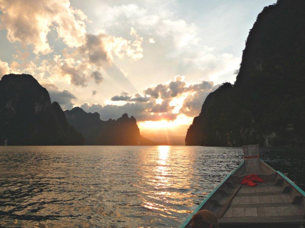 Sunset-Bootstour im Khao Sok Nationalpark in Thailand