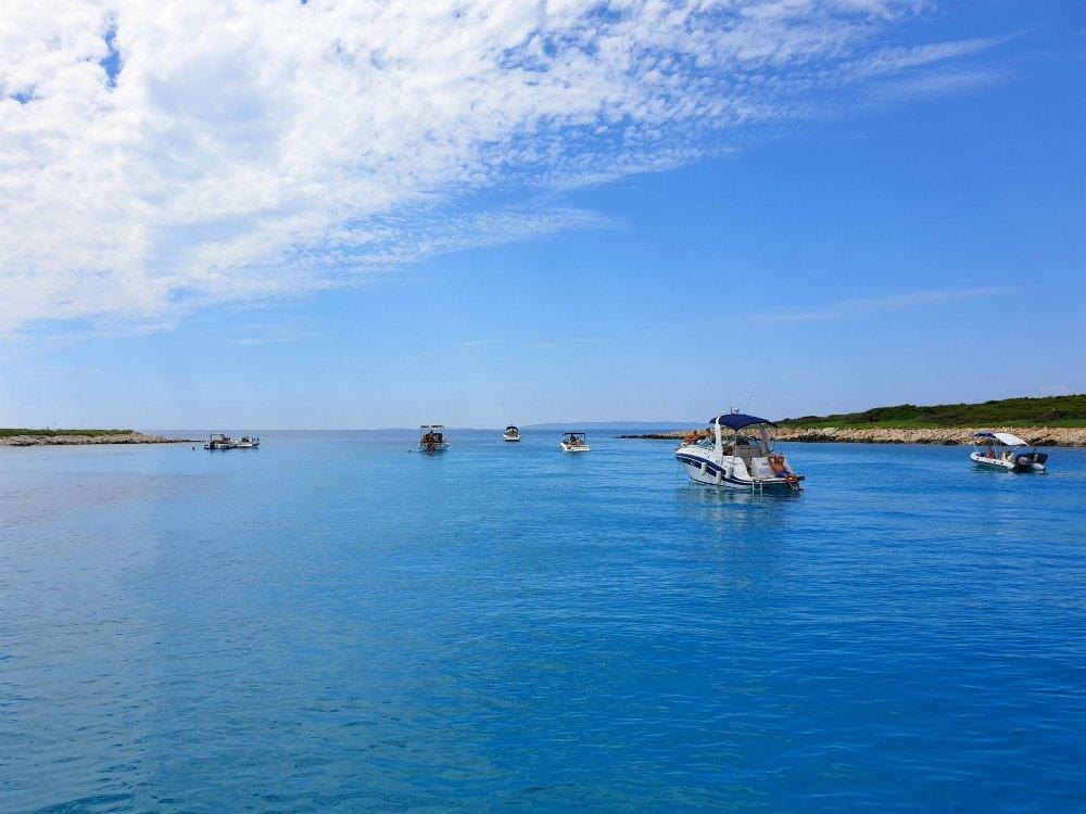Kroatien: Badestop vor Rab