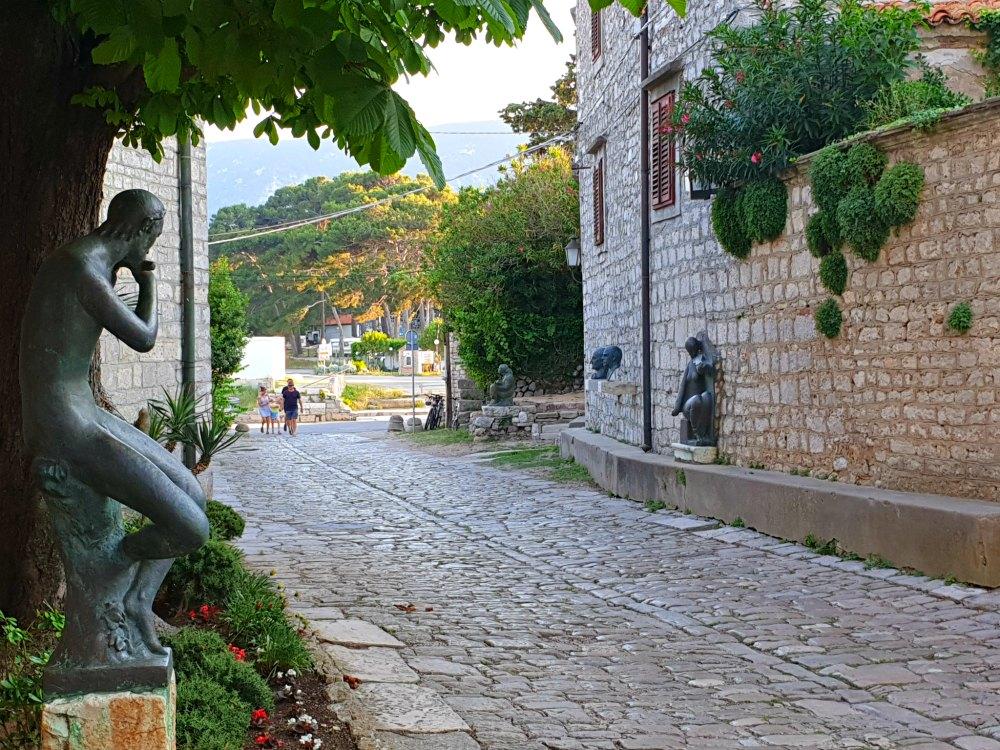 Kvarner Bucht in Kroatien: Kunst in den Gassen von Osor