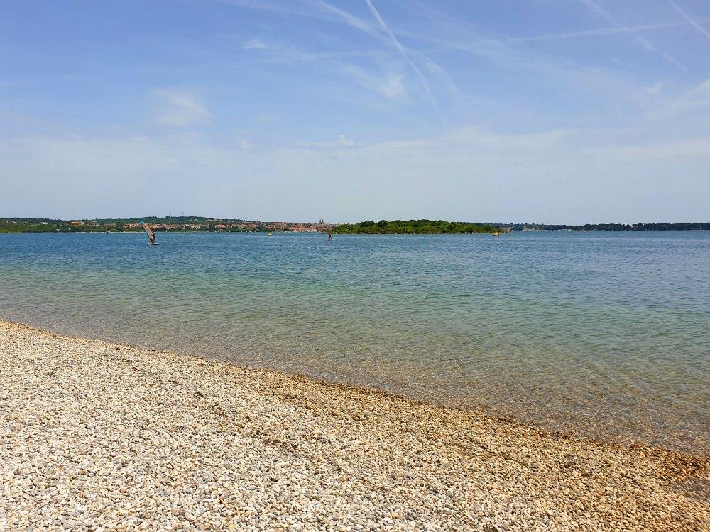 Strand bei der Marina Pomer
