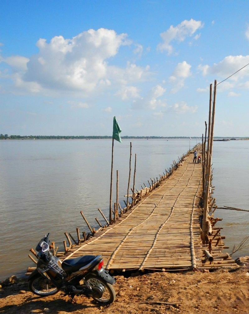 Kambodscha: Bambusbrücke über den Mekong