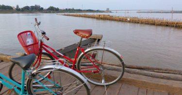 Mit dem Rad über die Bambusbrücke von Kampong Cham