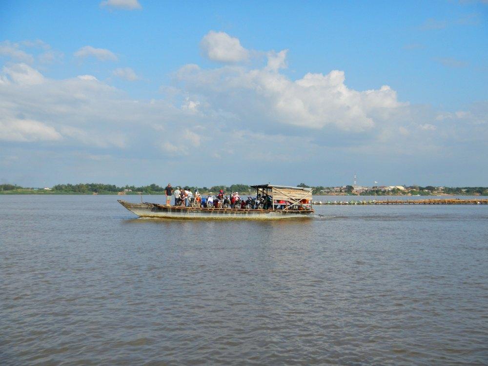 Kampong Cham: Fähre im Pendelverkehr