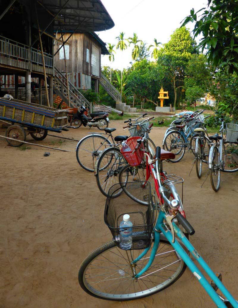 Radtour Koh Pen: Zwischenstopp bei einer Familie im Dorf