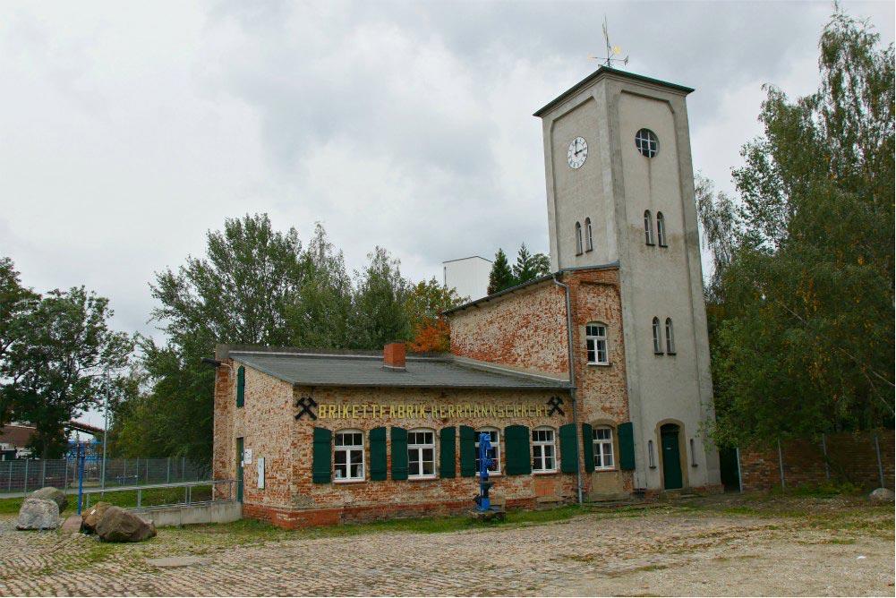 Brikettfabrik Herrmannschacht: Turmhaus mit Ofenausstellung