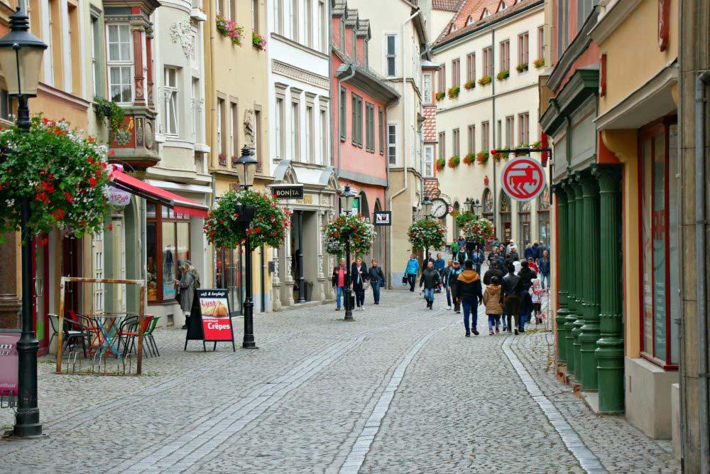 Einkaufsbummel durch die Herrenstraße in Naumburg (Saale)