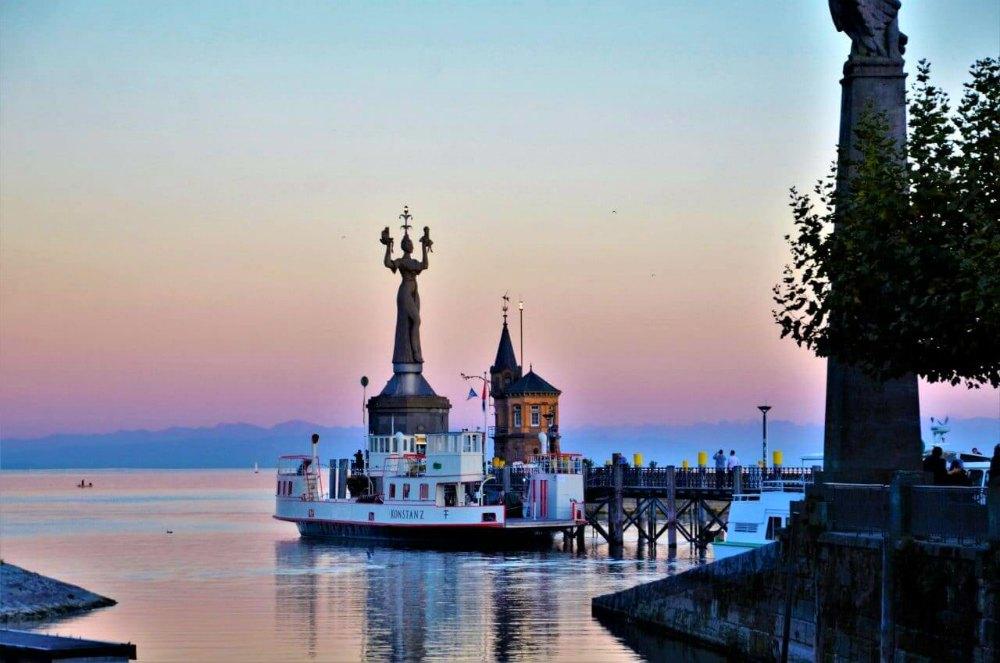 Sonnenuntergang am Hafen von Konstanz | Bild: Urlaubsreise.blog