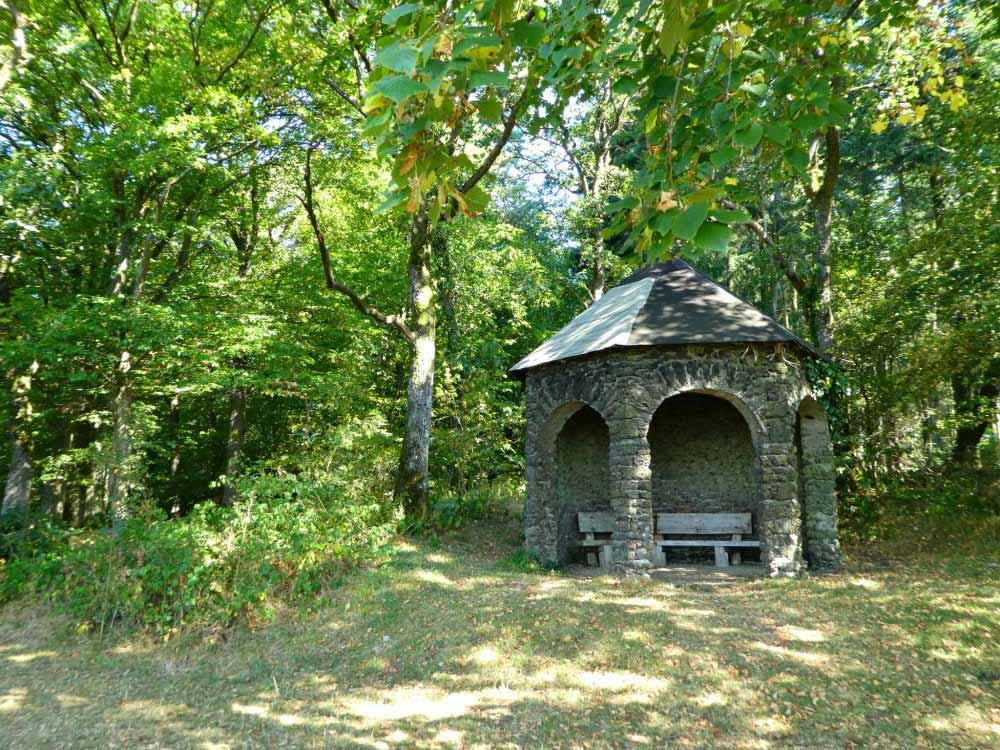 Schutzhütte am Eifelblick Belvedere in der Vulkaneifel
