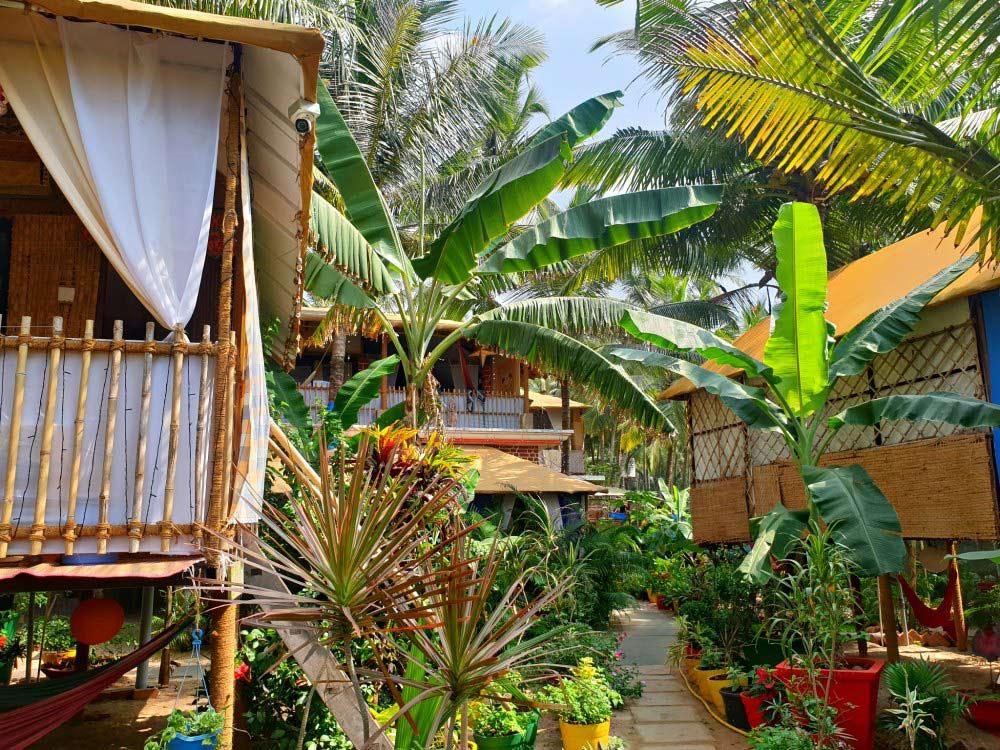 Strandhütte in tropischem Garten: Secret Garden