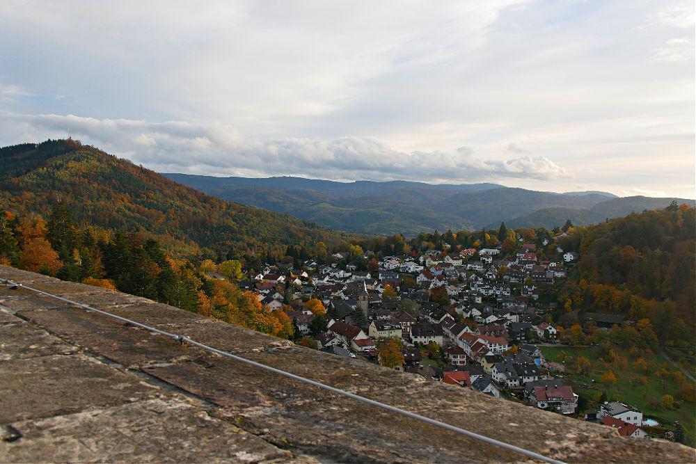 Blick vom Burgturm hinunter auf Ebersteinburg