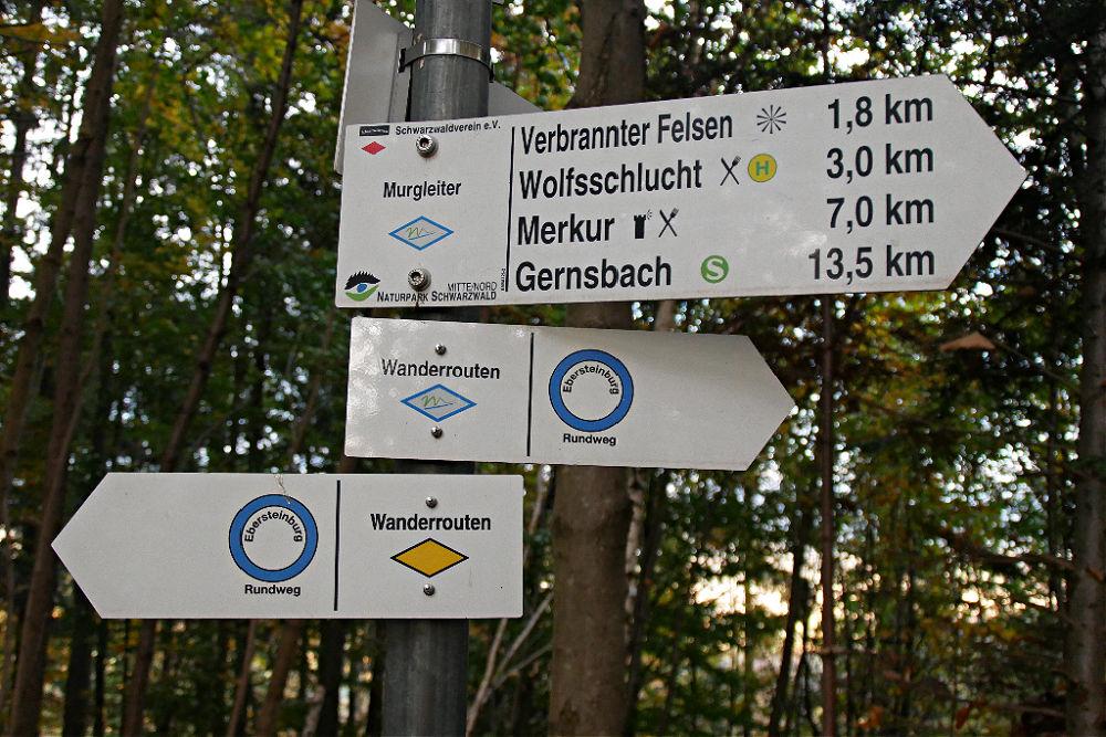 Hinweisschilder Ebersteinburg-Rundweg bei Baden-Baden