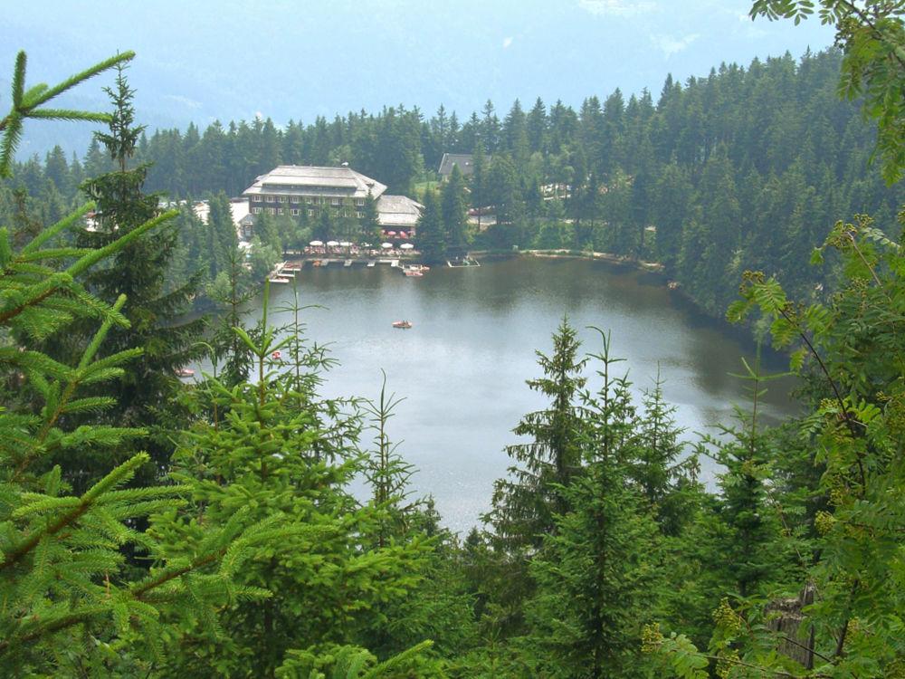 Blick aufs Berghotel Mummelsee