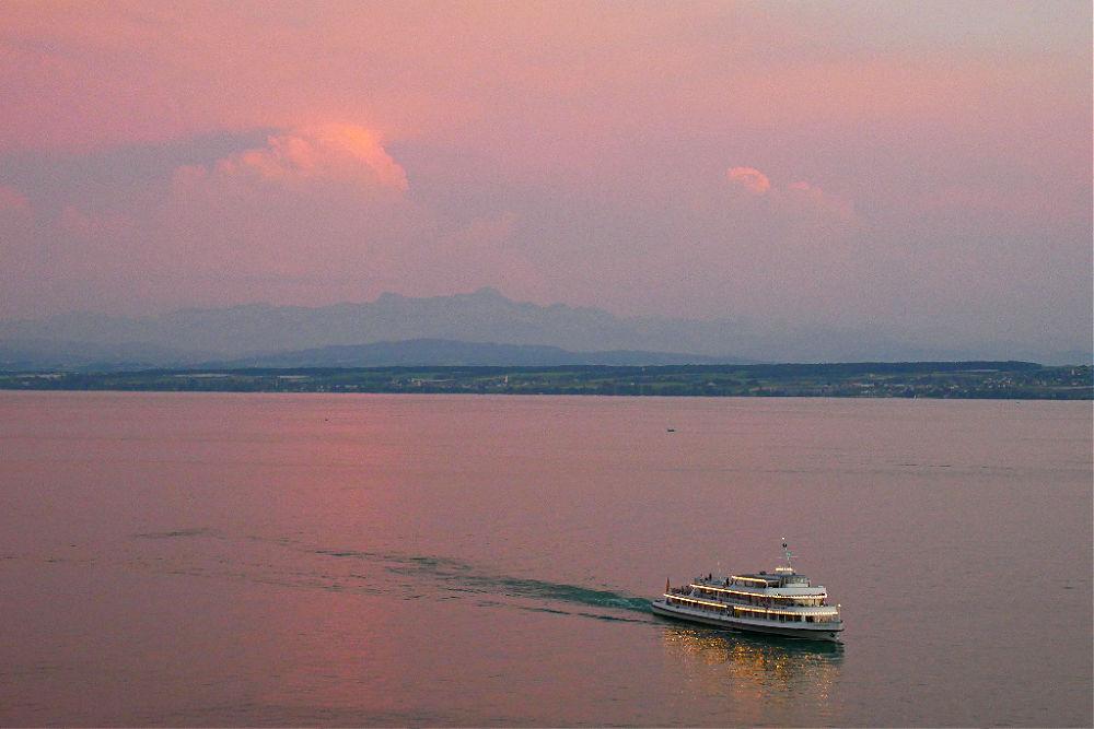 Abendrot mit Blick auf den Säntis auf der Schweizer Seite des Bodensees