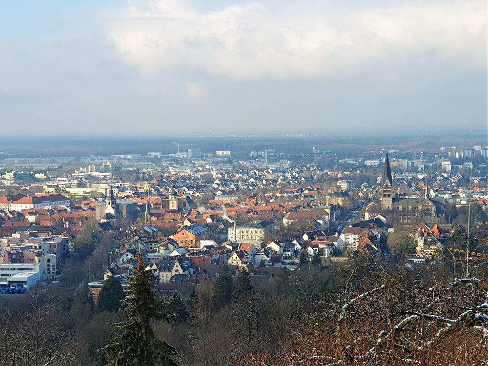 Blick über die Stadt Ettlingen vom Weißen Häusle aus