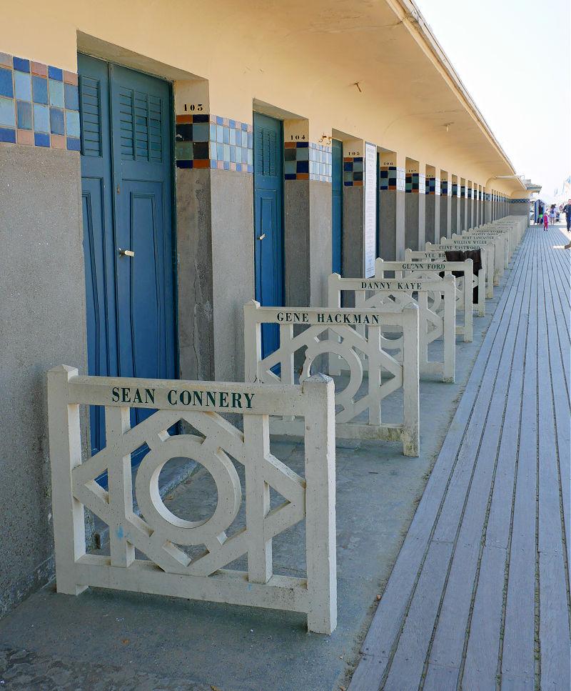 Wohnmobil-Tour in der Normandie: Hollywood-Flair an der Strandpromenade von Deauville