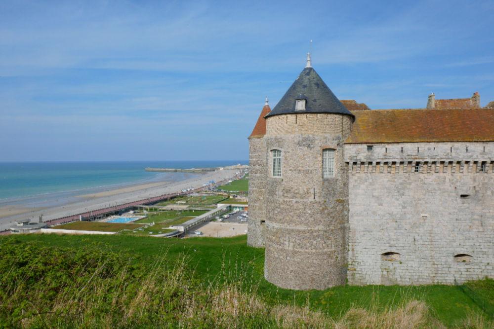 Wohnmobil-Tour in der Normandie: Burg & Strand von Dieppe