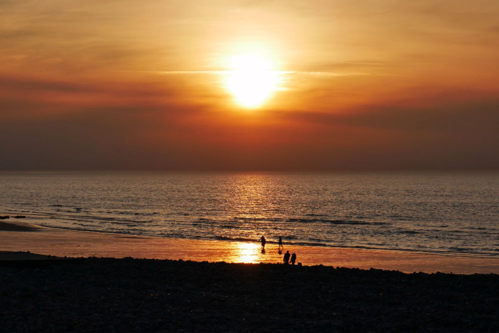 Sonnenuntergang am Strand von Dieppe