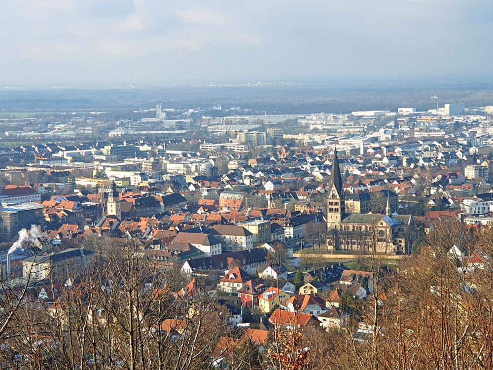 Blick über Ettlingen und die Rheinebene
