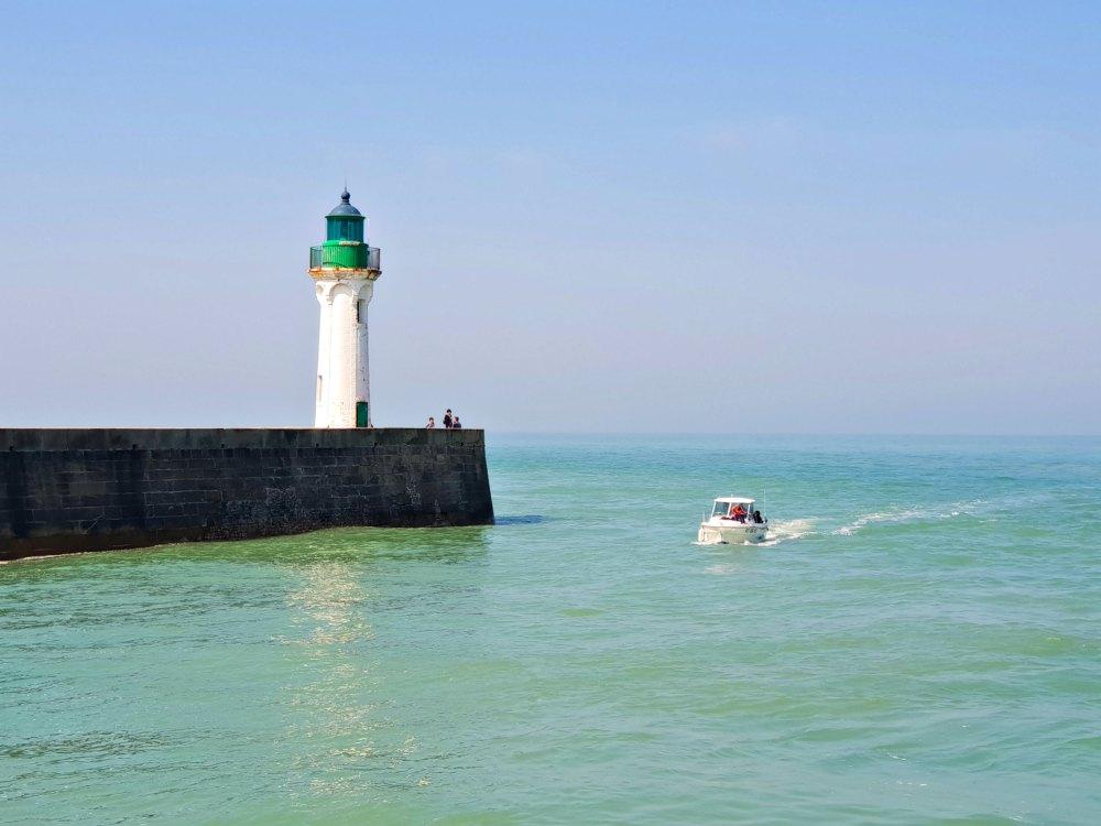 Leuchtturm und Hafeneinfahrt von Saint-Valery-en-Caux