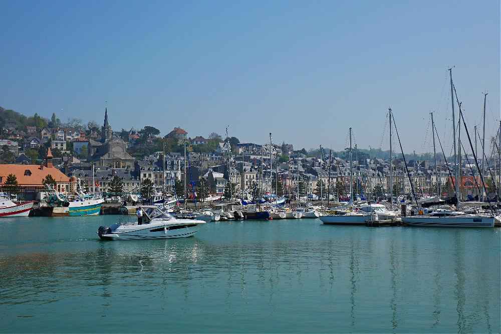 Wohnmobil-Tour in der Normandie: Hafen von Trouville-sur-Mer