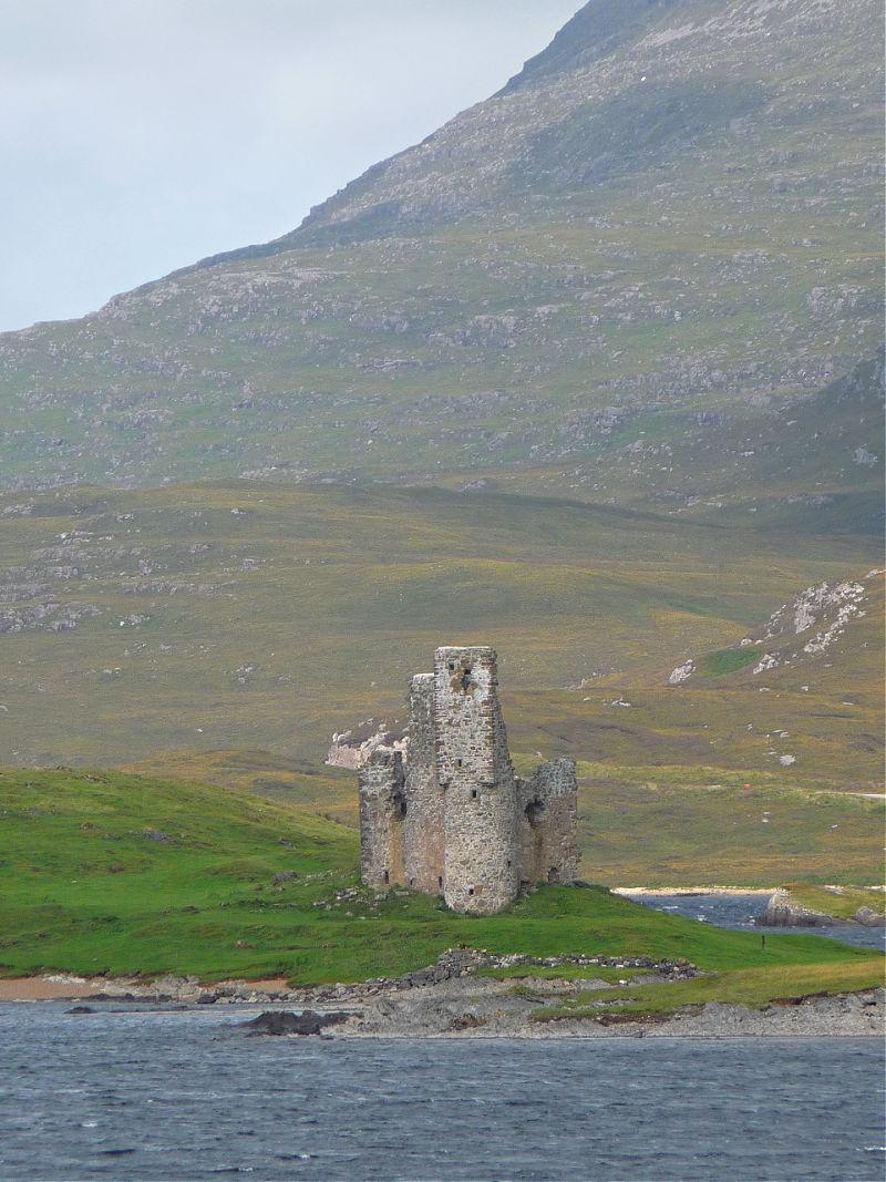 Ardvreck Castle: Fotogene Burgruine in den schottischen Highlands