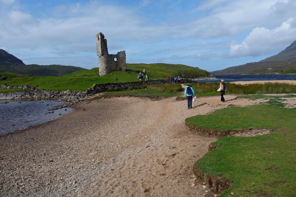 Ardvreck Castle am Loch Assynt in Schottland