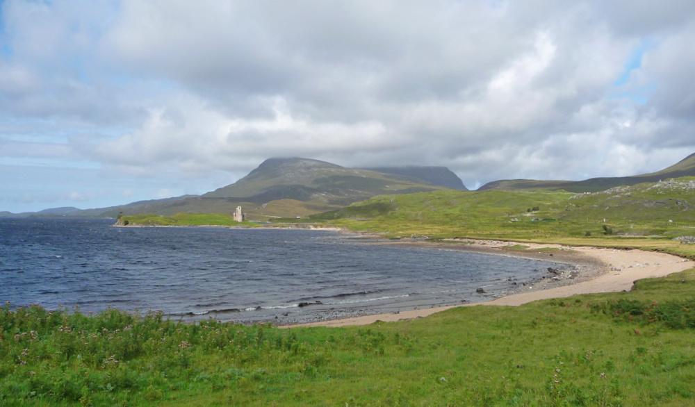 An den Ufern des Loch Assynt in Schottland