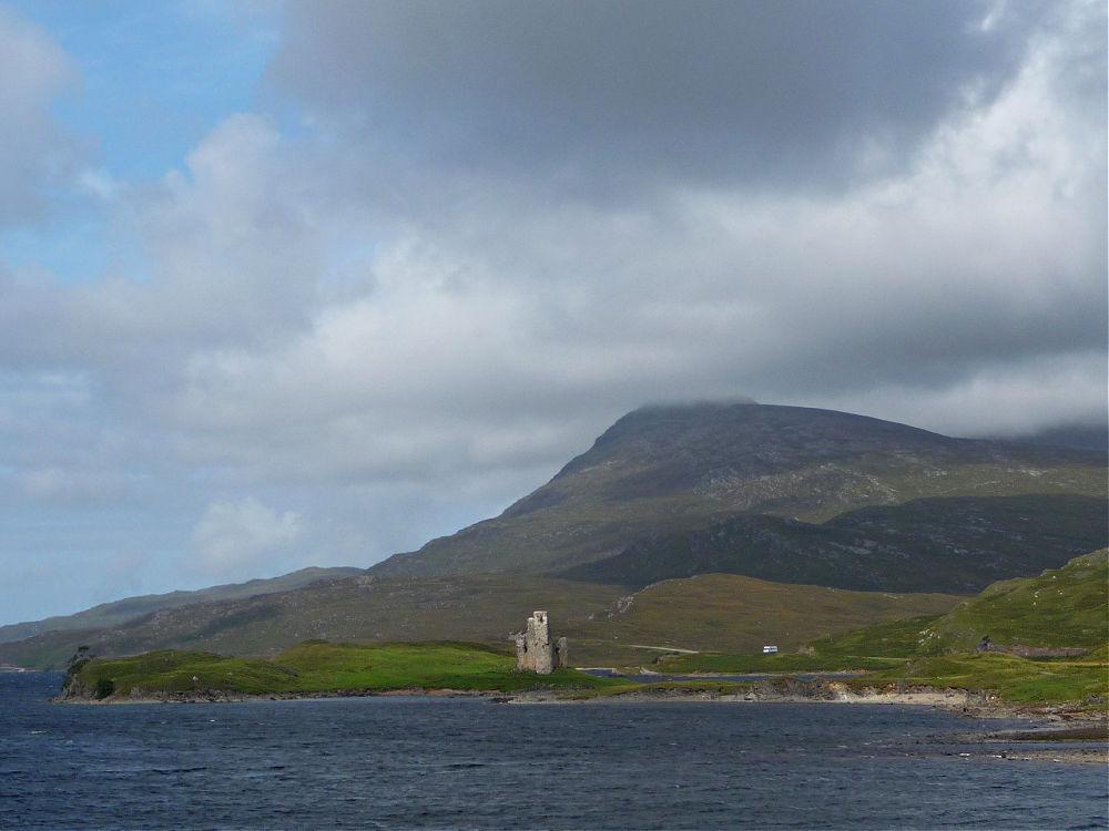 Sagenumwobenes Ardvreck Castle am Loch Assynt